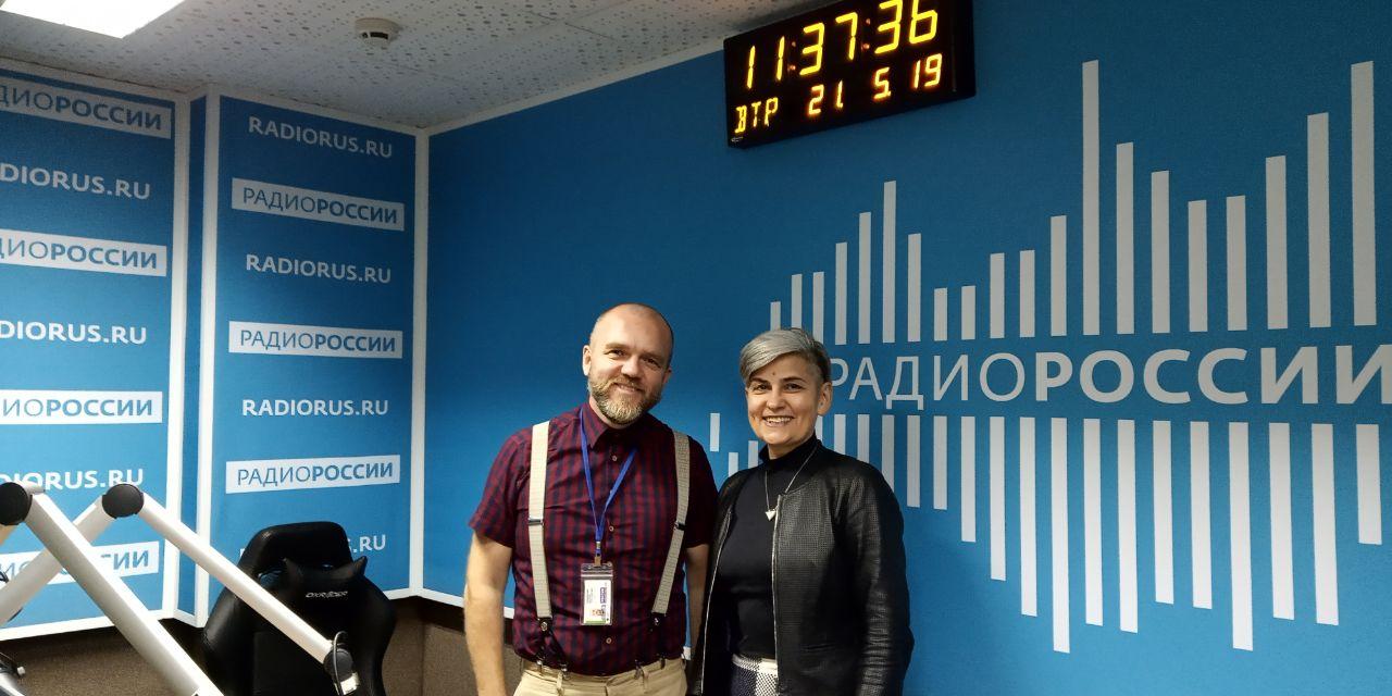 Ведущий эфира Дмитрий Конаныхин и Елена Супонина, советник директора Российского института стратегических исследований