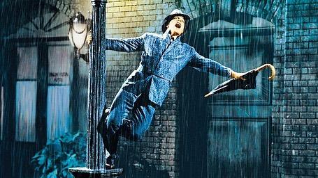 """Кадр из фильма """"Поющие под дождем"""""""