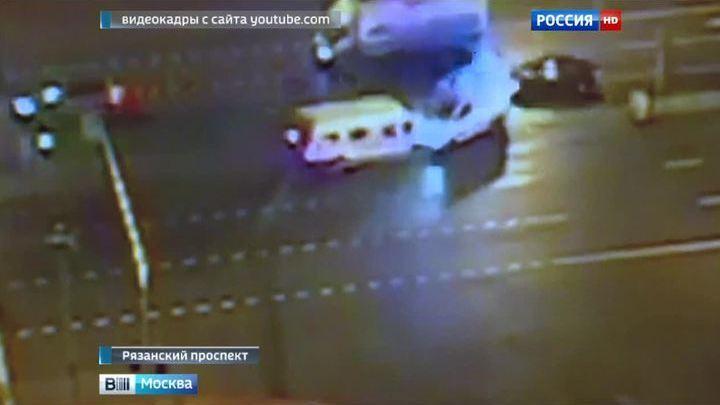 """""""Нехороший"""" перекресток: на юго-востоке Москвы маршрутка врезалась в скорую"""