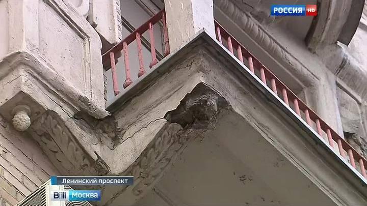Вести.ru: на ленинском проспекте восстановят аварийные балко.