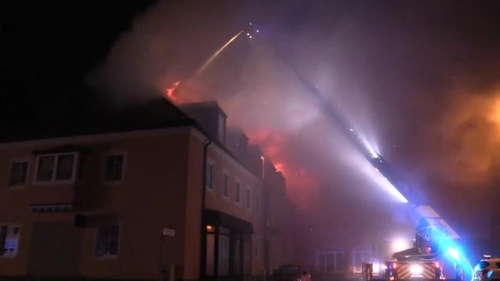Немецкий отель, в котором хотели разместить мигрантов, сгорел под аплодисменты