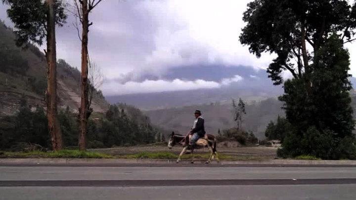 В Эквадоре началось извержение вулкана Тунгурахуа
