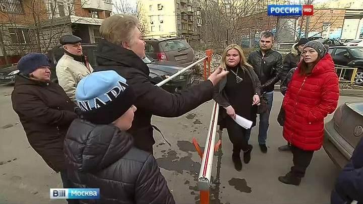 Война шлагбаумов: парковочный вопрос рассорил два московских двора