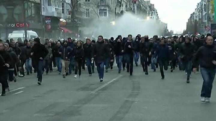 Брюссельская полиция разогнала водометами антиигиловский митинг