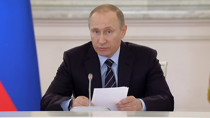 """Путин: проект """"Бессмертный полк"""" абсолютно честный, он должен развиваться"""