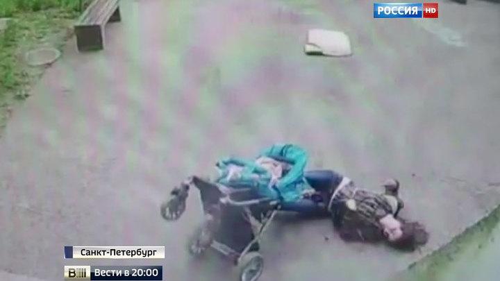 В петербурге на женщину с ребенком упала часть балкона - mp3.