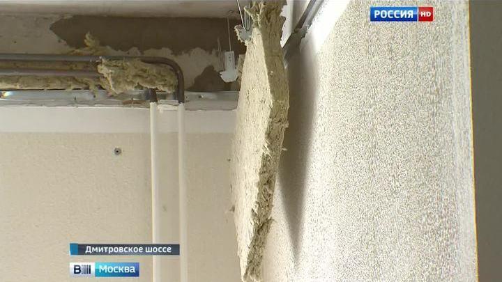 Жильцы московской новостройки, где рухнул потолок, давно жаловались на недоделки