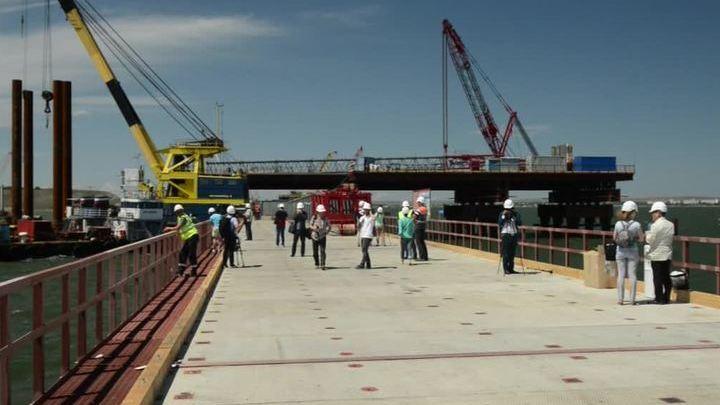 """""""Стройка века"""": мост через Керченский пролив показали иностранным журналистам"""