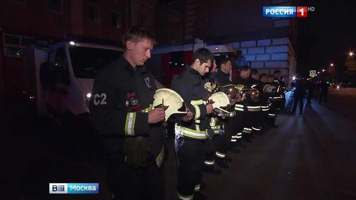 Погибших московских пожарных почтили прощальными сиренами