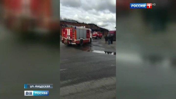 На Амурской улице вновь горит склад