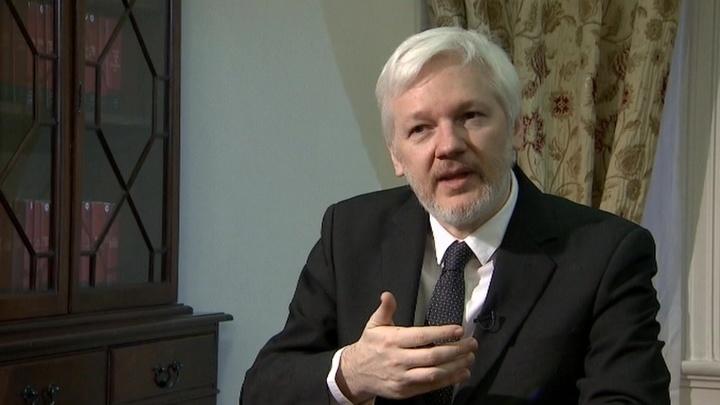 Основатель WikiLeaks готовится уничтожить предвыборную кампанию Клинтон