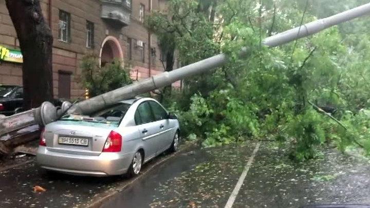 Разгул стихии в Одессе: затоплено большинство улиц