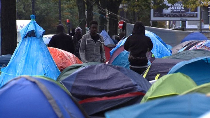 Власти Парижа устроили разгон мигрантов у Сталинграда