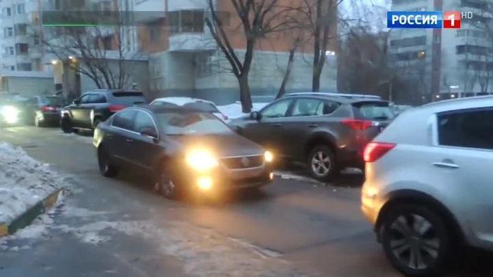 Москвичи недовольны транзитным транспортом в их дворах