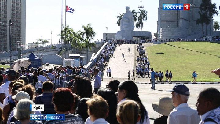 """""""Я - Фидель!"""": кубинцы простились с легендарным команданте"""