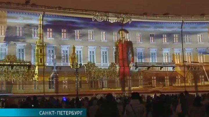 Мультимедийное шоу на Дворцовой площади посвятили Году российского кино