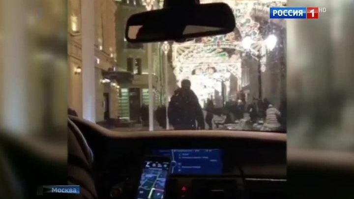 Автохамы прокатились по пешеходной зоне рядом с Кремлем