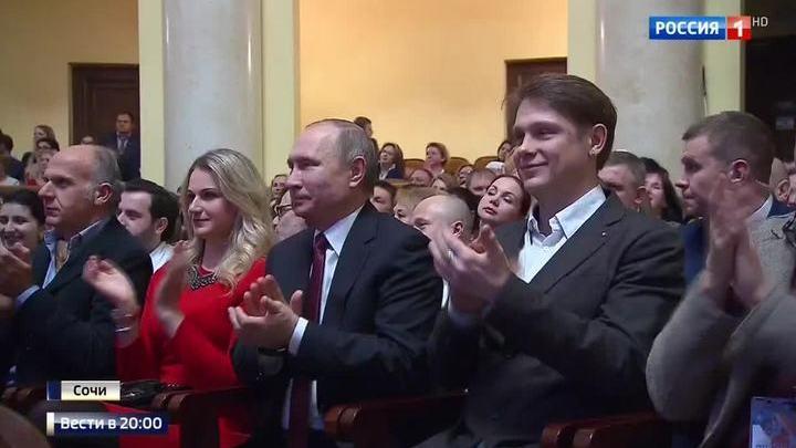 Владимир Путин посмотрел в Сочи спектакль с Хабенским