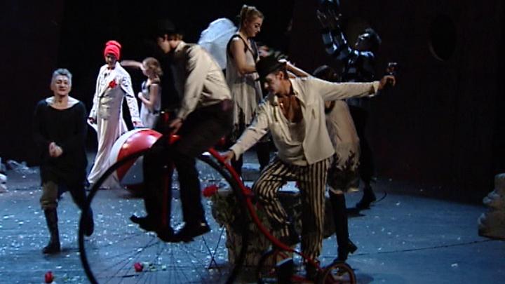 """Трагикомедия с элементами цирка: """"Двенадцатую ночь"""" поставили в Театре Сатиры"""