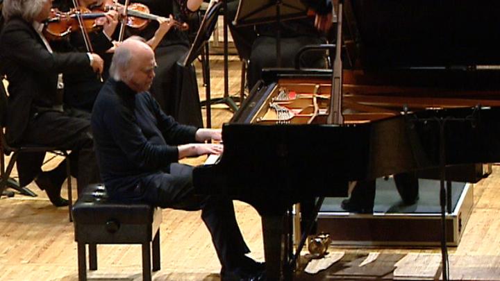 Один из самых необычных музыкантов Валерий Афанасьев выступил в Зале Чайковского