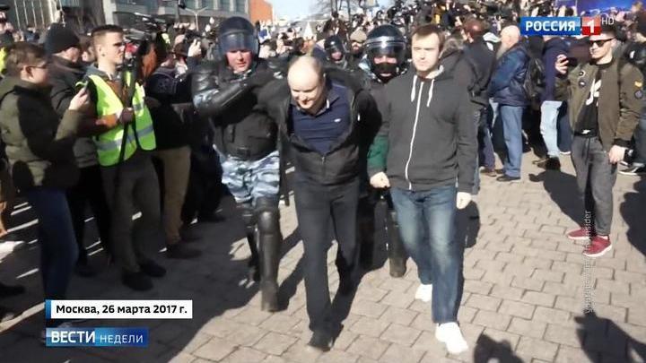 """Организатора антикоррупционного митинга на него """"не пустила мамка"""""""