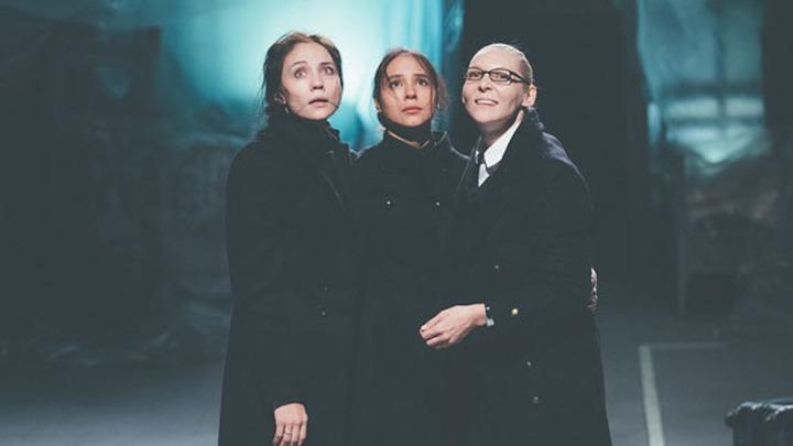 """Театр """"Красный факел"""" представил на """"Золотой маске"""" экспериментальную постановку """"Три сестры"""""""