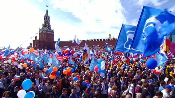 Первомай: традиции от Зюганова и мода от Жириновского
