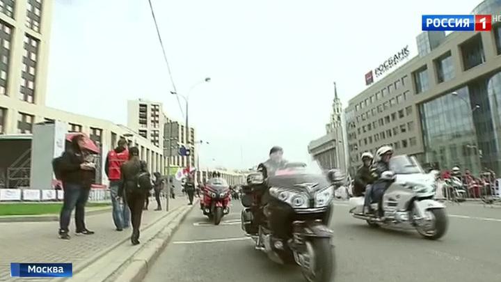 Байкеры открыли мотосезон парадом по Москве