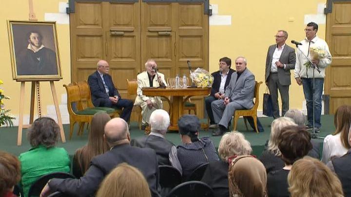 Лауреатами новой Пушкинской премии стали художник Мессерер и поэт Жданов