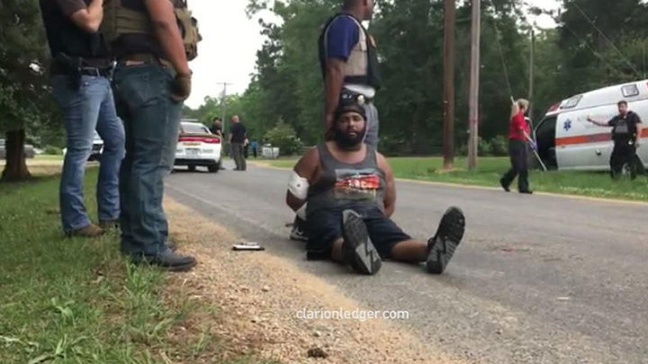 Заместитель шерифа и еще семь человек расстреляны в Миссисипи