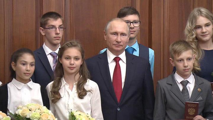 Путин встретился с талантливыми детьми