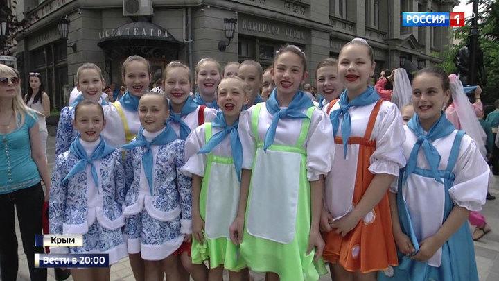 День России: флешмобы, гуляния и народное караоке