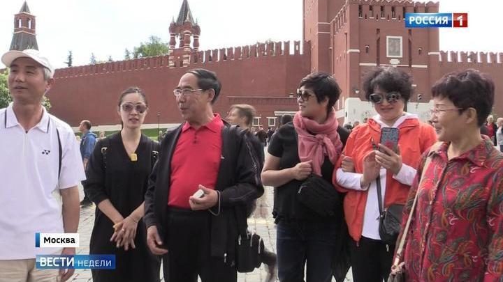 Красные маршруты: китайцы едут в Россию за Лениным, Пушкиным и мороженым