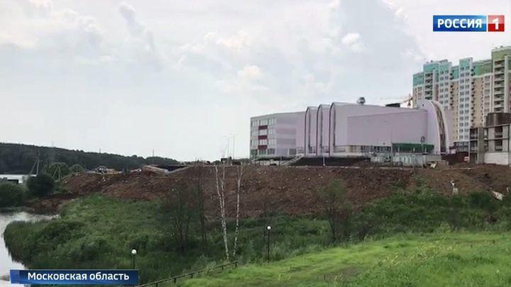 В Видном оползень едва не унес в реку новую школу