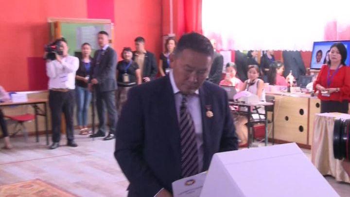 """Улан-Батор ликует: нового президента страны называют """"монгольским Трампом"""""""