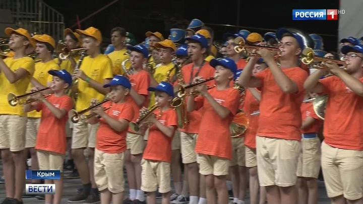 В Артеке прошел гала-концерт детских духовых оркестров