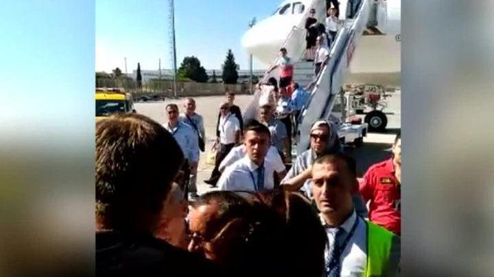 Самолет Анталья-Москва несколько раз глох, пропах топливом, но все же вылетел
