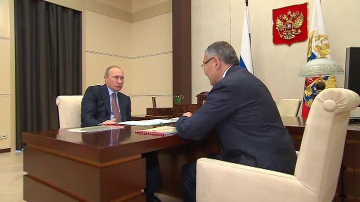"""Президент передал главе Калмыкии список проблем, озвученных на """"Прямой линии"""""""