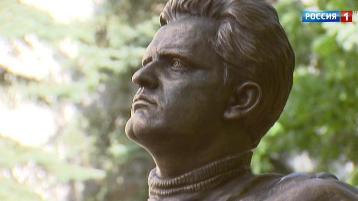 В Москве открыли памятник Фазилю Искандеру