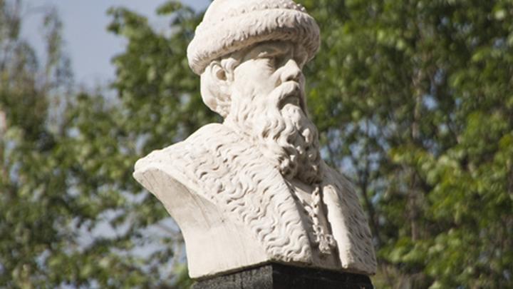 Копия памятника князю Василию I (сыну Дмитрия Донского), основателю города Плёс.