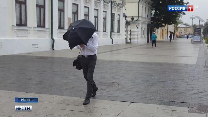 На столицу идет стена дождя: коммунальщики готовятся к удару стихии