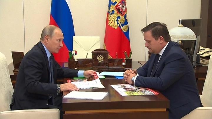 """Путин передал Никитину зеленую папку с """"Прямой линии"""""""