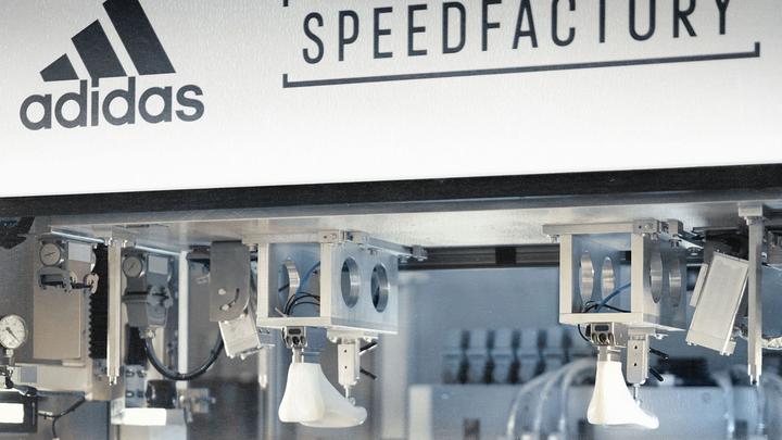 Робофабрика Adidas выпускает первые кроссовки