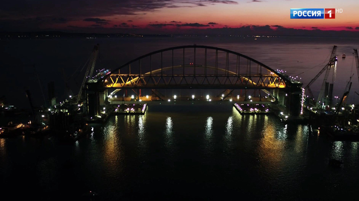 Лидеры думских фракций лично увидели подъем второй арки Крымского моста