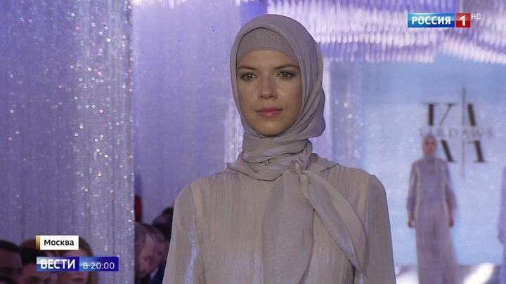 """Айшат Кадырова показала свою коллекцию модной одежды в """"Зарядье"""""""