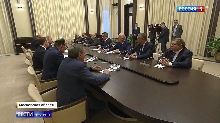 Путин попросил экс-губернаторов помочь преемникам