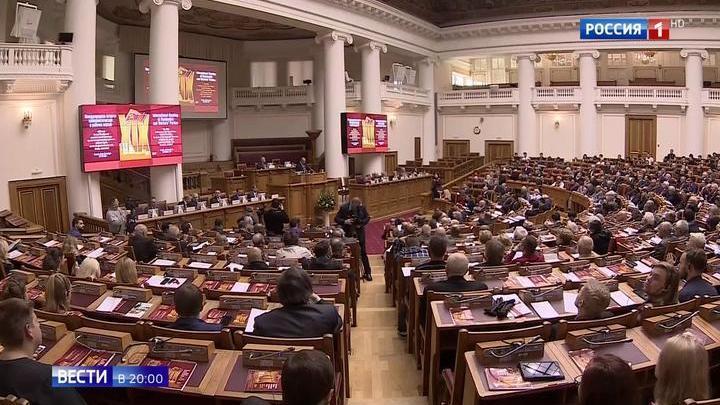 К столетию революции: все коммунисты мира собрались в Петербурге