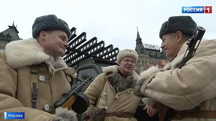 Военная техника и возложение венков: в Москве вспоминают парад 1941 года