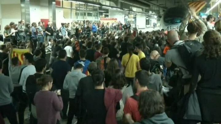Руки прочь от Пучдемона: в Барселоне заблокирован вокзал