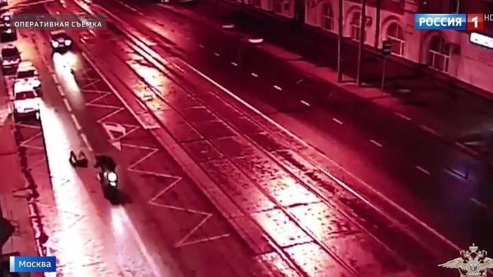 Байкер-грабитель протащил свою жертву десятки метров по асфальту